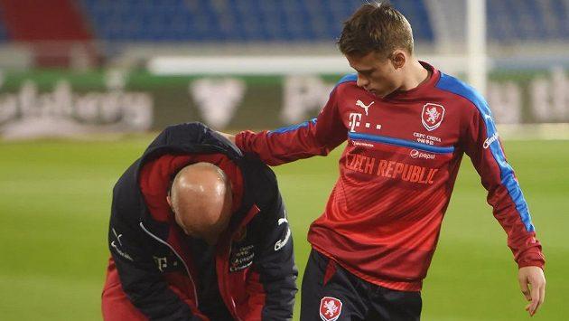 Jan Sýkora (vpravo) na tréninku české fotbalové reprezentace před kvalifikačním duelem s Ázerbájdžánem.
