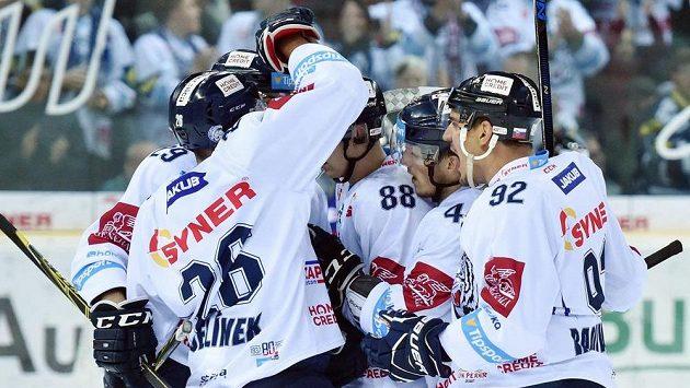 Hráči Liberce se radují ze svého prvního gólu proti Brnu