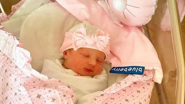 Novorozená Lilien Limberská, třetí potomek plzeňského fotbalisty.