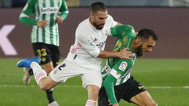 Dani Carvajal (vlevo) z Realu a Borja Iglesias z Betisu. Ilustrační foto.