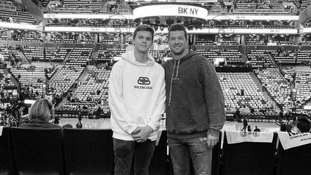 Bývalý německý fotbalista Michael Ballack (vpravo) se svým osmnáctiletým synem Emiliem.