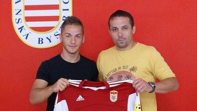 Nicolas Šumský se sportovním ředitelem Banské Bystrice Martinem Poljovkou.