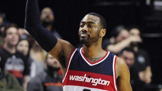 Basketbalista Washingtonu Wizards John Wall během utkání s Portlandem.