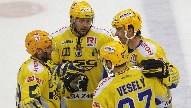 Hráči Zlína se radují po čtvrtém gólu do plzeňské sítě.