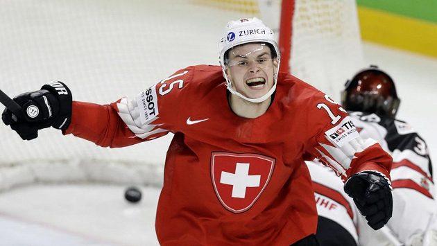 Gregory Hofmann se raduje z gólu v semifinále s Kanadou.