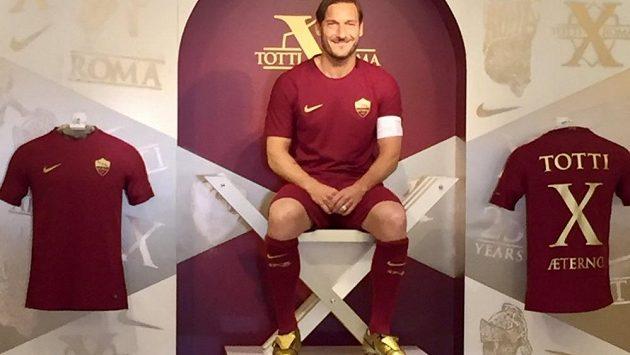 Francesco Totti, legenda AS Řím, představil v uplynulém ročníku Serie A nové zlaté kopačky. Po sezóně však ukončil hráčskou kariéru a bude ředitelem AS Řím.