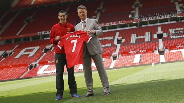 Letní posila Manchesteru United Ángel Di María a manažer Rudých ďáblů Louis van Gaal na Old Trafford.