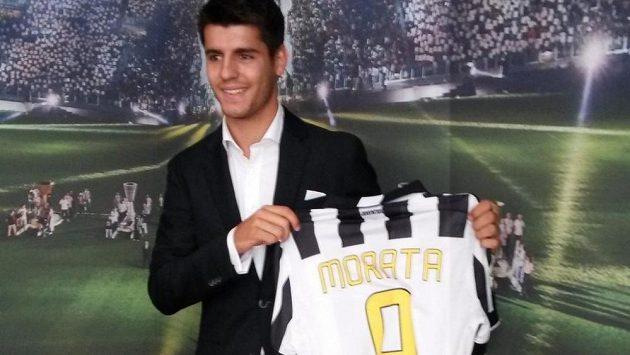 Álvaro Morata v Juventusu oblékne dres s číslem 9.