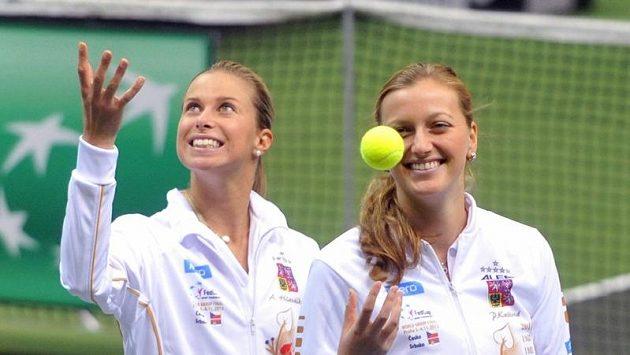 Petra Kvitová (vpravo) a Andrea Hlaváčková na tréninku v O2 areně.