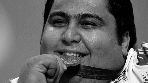 Dvojnásobný paralympijský šampion ve vzpírání Siamand Rahman zemřel.