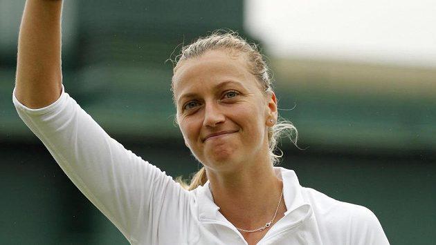 Petra Kvitová se raduje z postupu do druhého kola Wimbledonu.