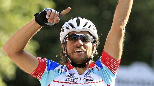 Vítěz jedenácté etapy Giro d'Italia Roberto Ferrari z Itálie