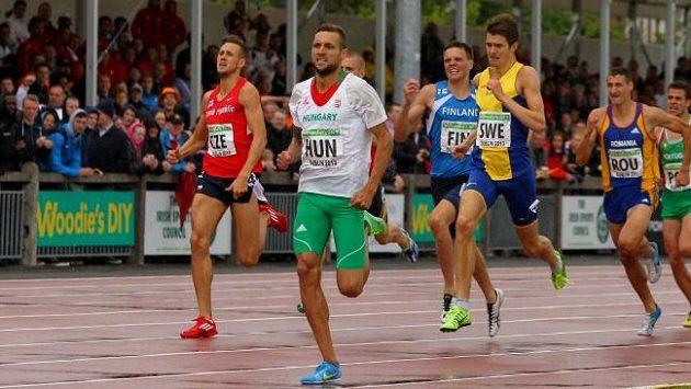 Jan Kubista (vlevo) finišuje při první lize mistrovství Evropy družstev v Dublinu.