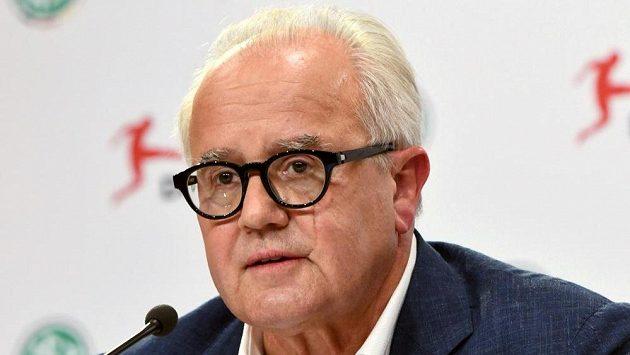 Prezident Německého fotbalového Fritz Keller během tiskové konference.