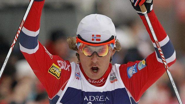 Mikko Kokslien z Norska, vítěz závodu v severské kombinaci ve francouzském Chaux-Neuve.