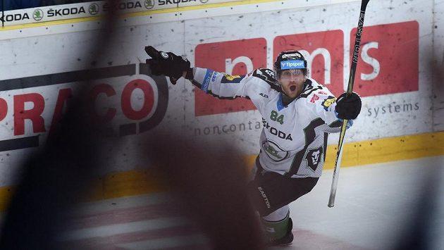 Boleslavský Lukáš Pabiška se raduje z gólu proti Kometě.