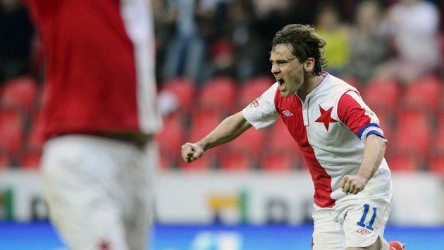 Karol Kisel ze Slavie se raduje z gólu.