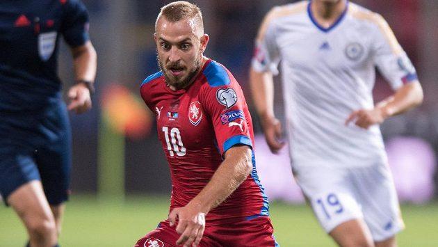 Jiří Skalák (č. 10) v kvalifikačním utkání proti Kazachstánu.