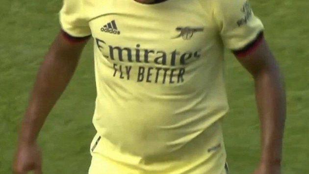 Kritizované břišní partie Brazilce Williana během přípravného duelu Arsenalu.