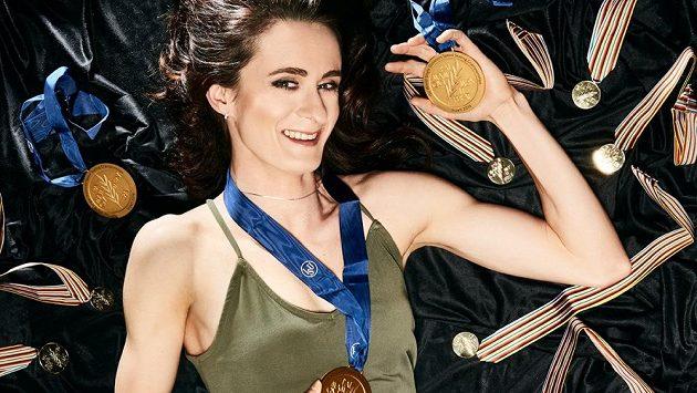 Martina Sáblíková pózovala se všemi svými dvaceti medailemi