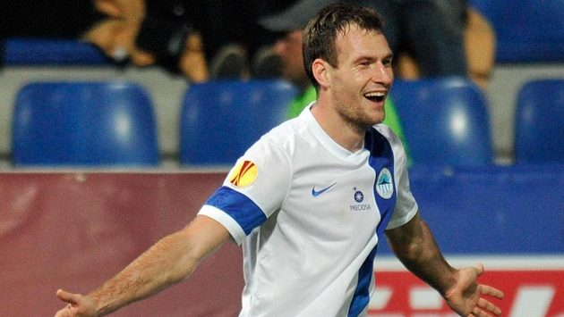 Liberecký útočník Michael Rabušic se raduje z gólu proti Seville.