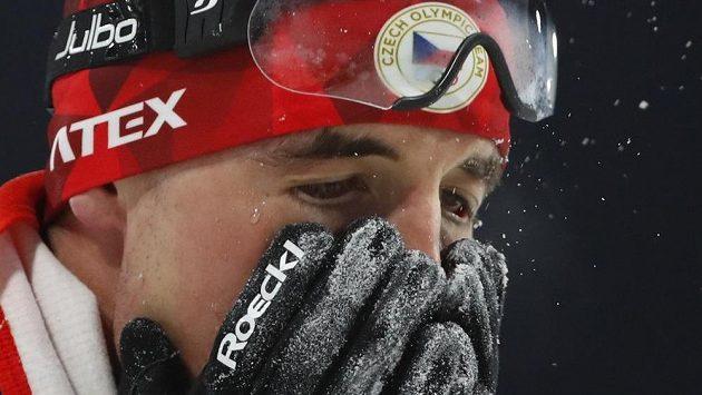Michal Krčmář v cíli olympijského biatlonového sprintu.