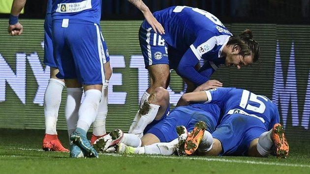 Fotbalisté Liberce se radují ze vstřeleného gólu proti Slovácku.