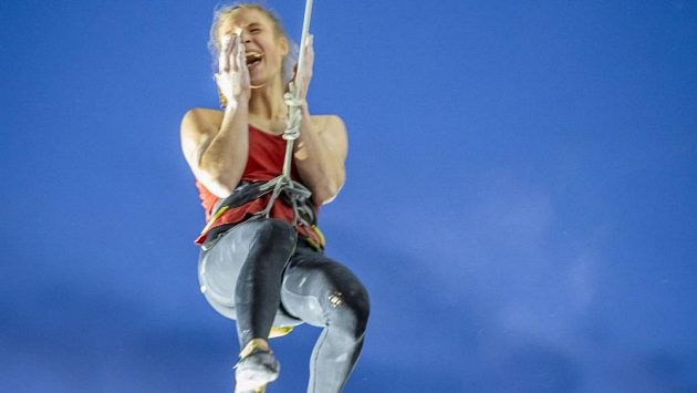 Eliška Adamovská vyhrála při své premiéře ve finále Světový pohár v lezení na obtížnost v Brianconu.