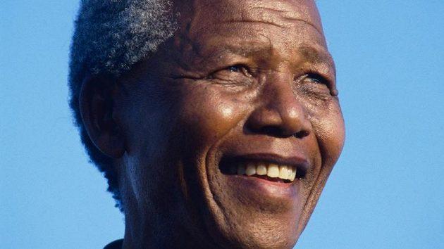 Bývalý jihoafrický prezident Nelson Mandela na archivním snímku.
