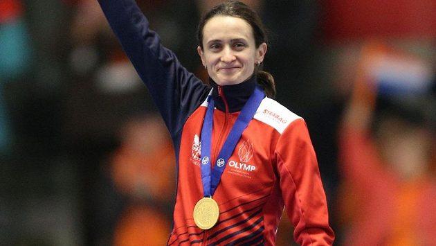 Martina Sáblíková se zlatou medailí ze závodu na 3000 metrů při mistrovství světa v Inzellu.