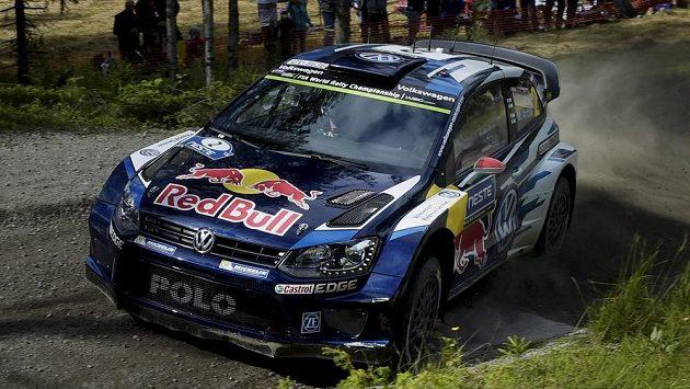 Jari-Matti Latvala zvýšil v druhé etapě Finské rallye vedení před týmovým kolegou z Volkswagenu Sébastienem Ogierem.