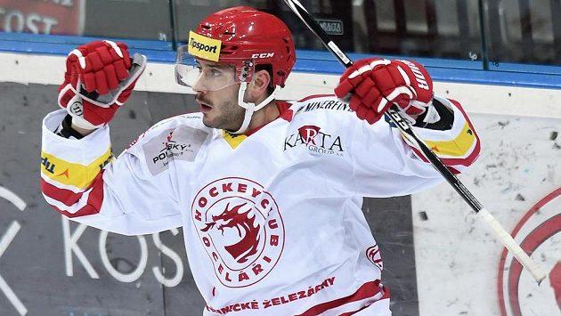 Třinecký útočník Erik Hrňa se raduje ze vstřeleného gólu.