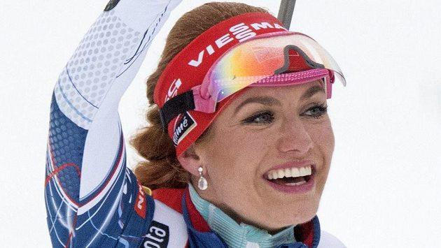 Gabriela Koukalová při triumfu v Oberhofu.