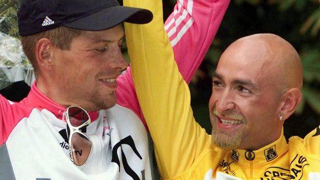 Marco Pantani (vpravo), italský vítěz Tour z roku 1998, i v pořadí druhý Němec Jan Ullrich (vlevo) podle zprávy vyšetřovací komise francouzského Senátu užívali zakázanou látku EPO.