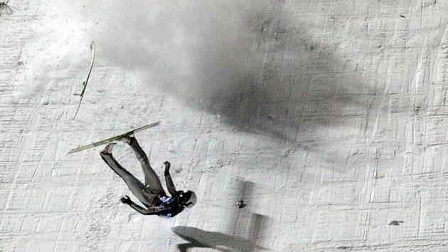 Roman Koudelka padá ve druhém kole tréninkuv Harrachově.