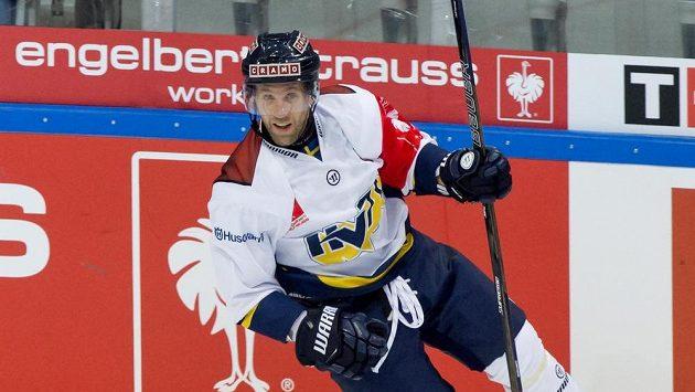 Útočník Martin Thörnberg se raduje z gólu.