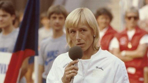 Martina Navrátilová hovoří po finále Fed Cupu na pražské Štvanici. Diváky svým proslovem dojmula.