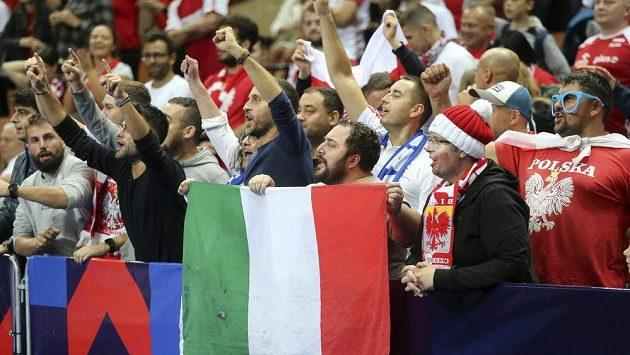 Radující se fanoušci Itálie