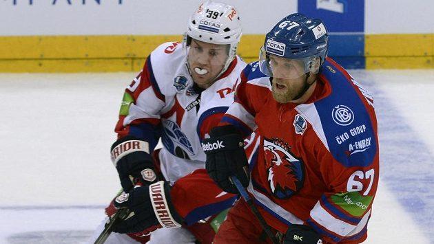 Švédský útočník Martin Thörnberg (vpravo) je momentálně nejsilnější útočnou zbraní pražského Lva.