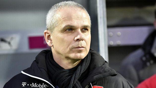 Trenér fotbalistů do 21 let Vítězslav Lavička.