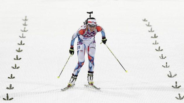 Biatlonistka Veronika Vítková dojíždí do cíle.