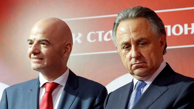 Ruský ministr sportu Vitalij Mutko (vpravo) a šéf FIFA Gianni Infantino. Ilustrační snímek.