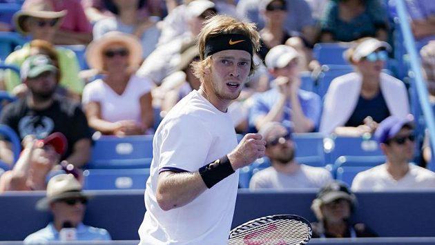 Rus Andrej Rubljov v utkání 3. kola v Cincinnati proti Rogeru Federerovi ze Švýcarska.