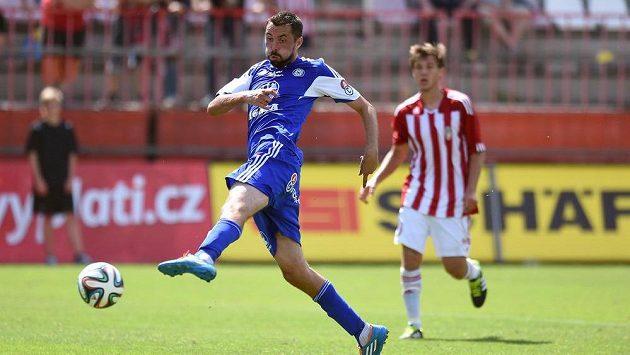 Olomoucký útočník Michal Ordoš střílí jediný gól svého týmu na hřišti Žižkova.