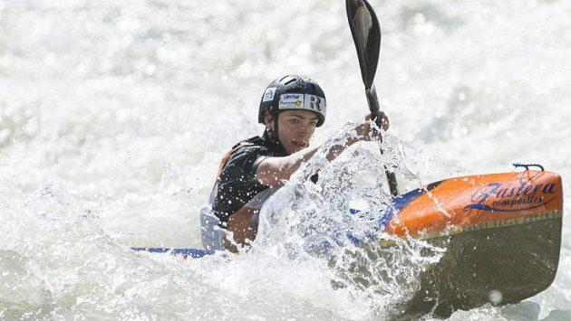 Kajakářka Michala Mrůzková vybojovala v dlouhém závodu na mistrovství světa ve sjezdu na divoké vodě v italské Valtellině stříbrnou medaili.
