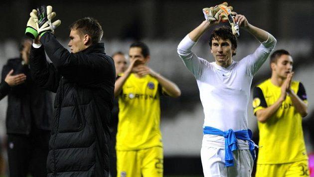 Brankáři Sparty Praha Marek Čech (vpravo) a Tomáš Vaclík po utkání Evropské ligy v Bilbau.