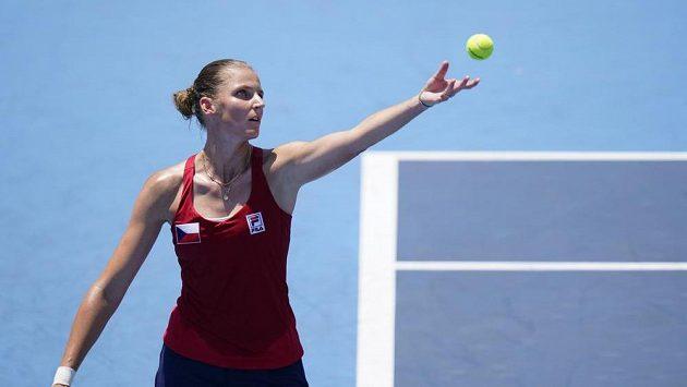 Karolína Plíšková při utkání prvního kola s Alize Cornetovou z Francie.