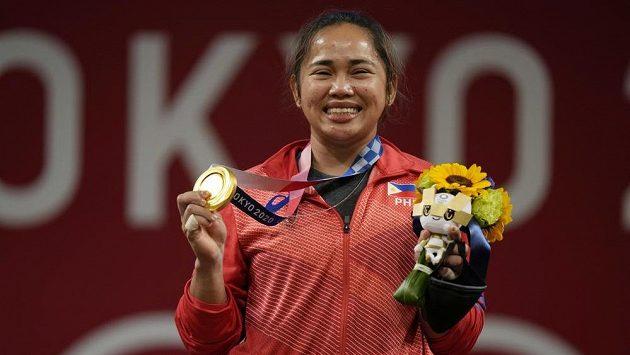 Hidilyn Diazová se zlatou medailí.