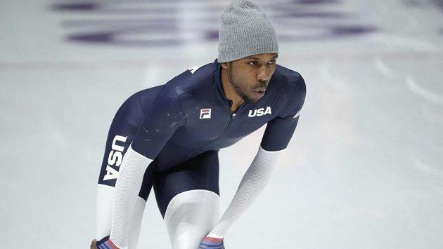 Americký rychlobruslař Shani Davis při tréninku v olympijském areálu.