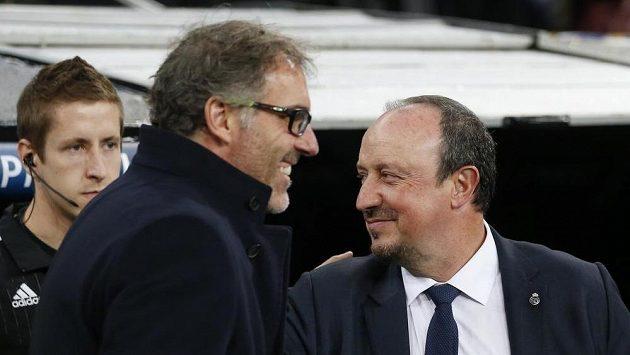 Trenér Paris St Germain Laurent Blanc (s brýlemi).